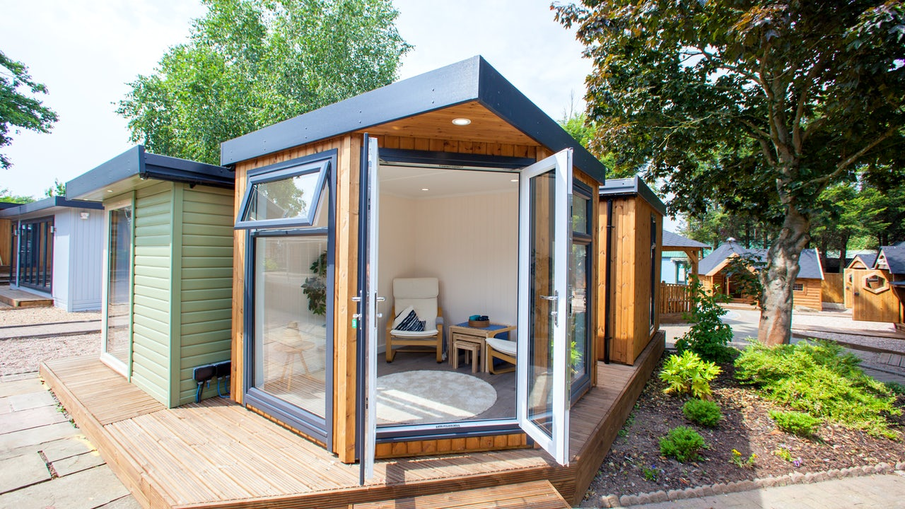 Cabin master 39 s gallery explore our work for Corner garden rooms uk